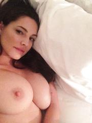 Angie Miller  nackt