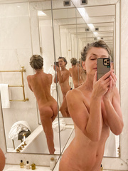 Kayla Lewis  nackt