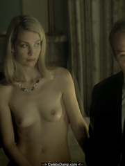 Emily Bergl  nackt