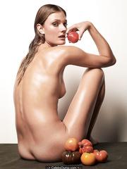 Constance Pitard  nackt
