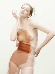 Melina Petriela  nackt