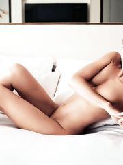 Nathalie Schott  nackt