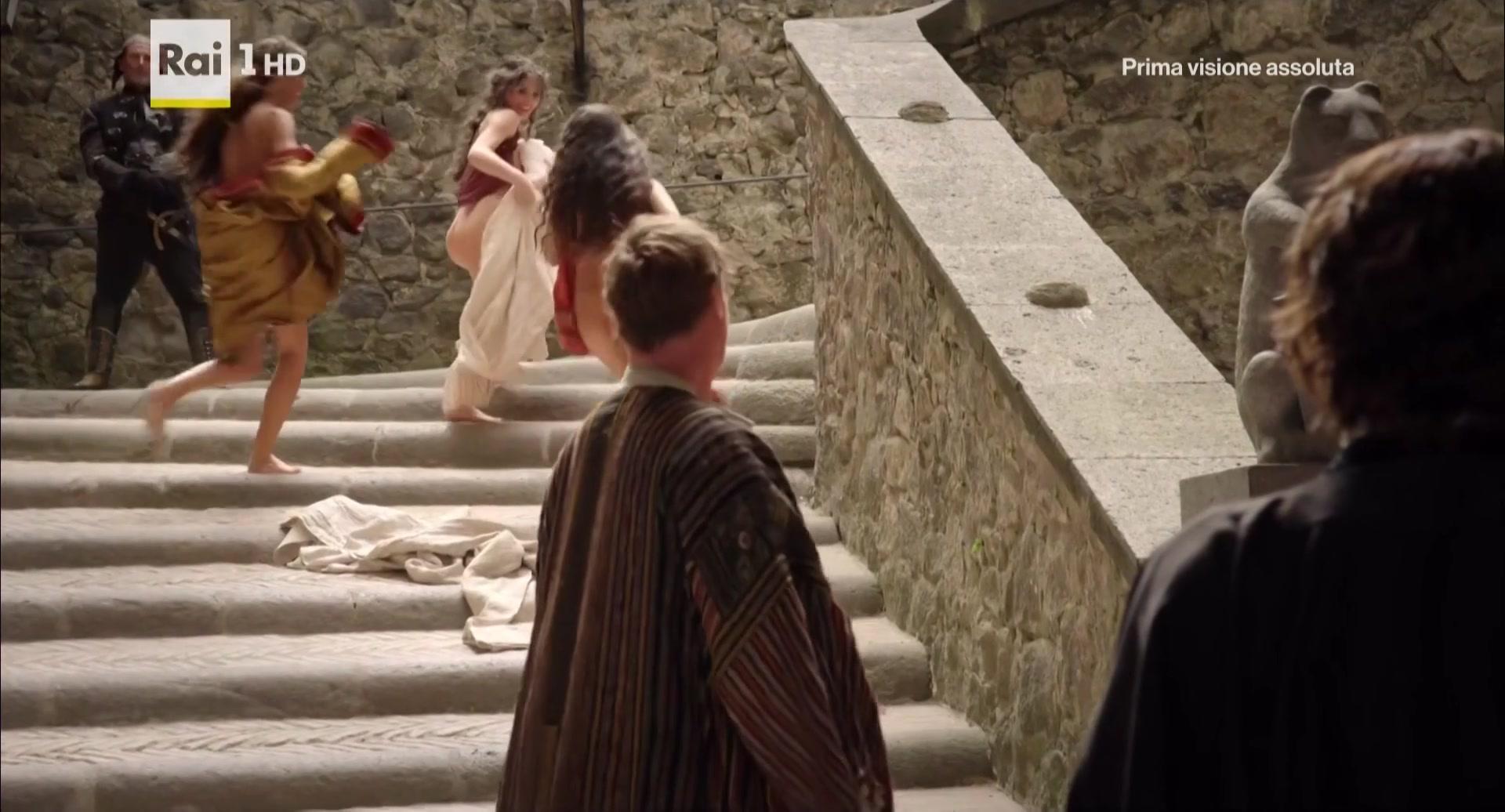 Miriam Leone Valentina Belle Medici Masters Of Florences01e01