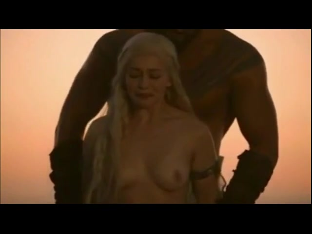 Daenerys targaryen nackt
