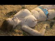 Groland nue - Les gencives de la mer (May Dutheil)