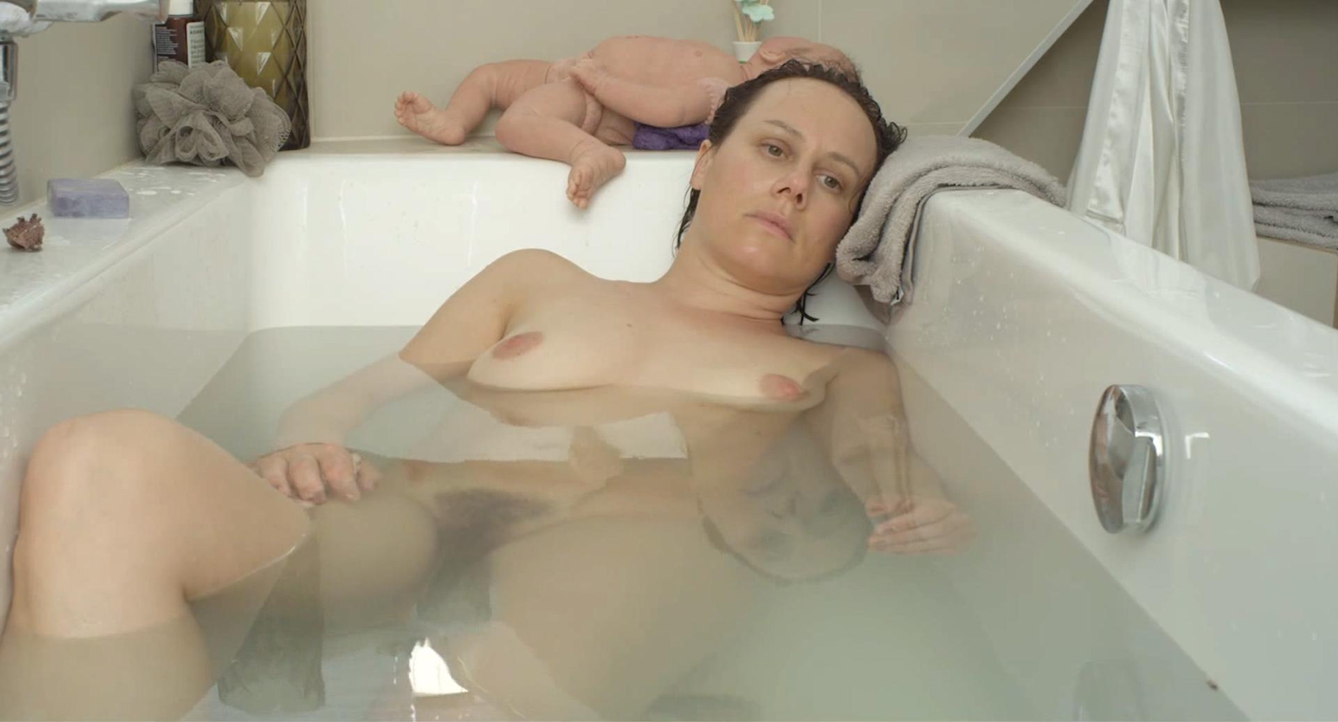 Eva Loebau  nackt